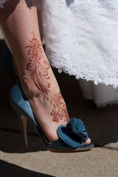 I think I'll do a simple henna design on my leg just to keep up Indian tradition.