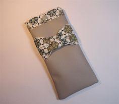 Etui à lunettes simili gris intérieur tissu japonais gris et bleu : Etuis, mini sacs par mademoiselle-rose