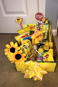 DIY gift box – EASY gift box idea – gift for best friend – for her – for him – birthday – creative – how to create a sunshine gift box tutorial Birthday Presents For Friends, Creative Birthday Gifts, Cute Birthday Gift, Happy Birthday Gifts, Birthday Diy, Card Birthday, Birthday Greetings, Best Friend Birthday Present, Creative Gifts