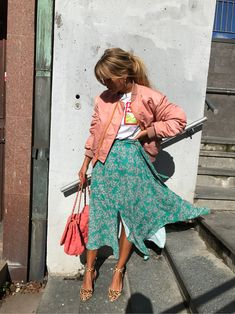 love the contrast of this pink bomber jacket with a feminine, green floral midi skirt Spring Summer Fashion, Spring Outfits, Autumn Fashion, Summer Fashion Street Style, Street Fashion, Mode Outfits, Fashion Outfits, Womens Fashion, Fashion Trends