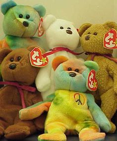 Beanie Babies I have a bout a dozen beanies and I cut off the tags, (gasp) don't have them in containers, they are just for my enjoyment Beanie Baby Bears, Ty Beanie Boos, 90s Childhood, Childhood Memories, Peace Beanie Baby, Ty Bears, Baby Queen, Beanie Buddies, Oldies But Goodies