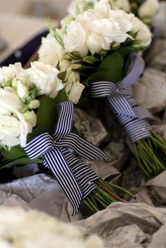 Love the striped ribbon on these bridesmaids bouquets