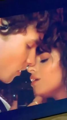 Shawn Mendes Lindo, Shawn Mendes Cute, Mac Demarco, Shwan Mendes, Romance, Girl First Birthday, Fifth Harmony, Pop Singers, Best Couple