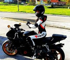 Girl on yamaha R6 I like a girl with a lot of power