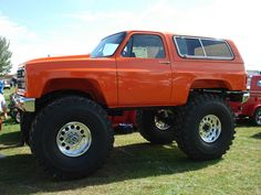 Chevrolet Blazer 4x4. The tire are a little small but I guess it will do. LOL