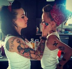 Mother & Daughter pin up. this will happen with me and my daughter. :) I think this is cute! But not the tattoos. Cabelo Pin Up, Peinados Pin Up, Pin Up Hair, Tips Belleza, Mode Vintage, Pin Up Style, Mom Style, Mommy And Me, Pin Up Girls