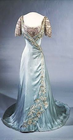 Queen Maud of Norway's Laferrière dress, 1909. #EuropeanAntiques #RoyalGowns