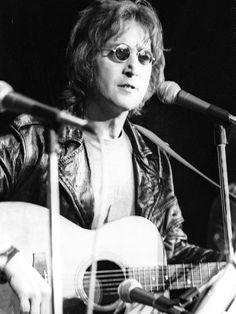 Flashback Friday Photos of Musicians from 1970s - iVillage - john lennon 1971