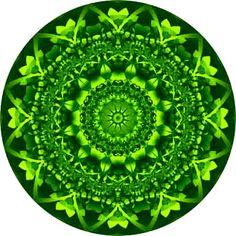 Miércoles Chacra 4 VERDE    ANAHATA     AMOR INCONDICIONAL Un mandala (o yantra) es una imagen de diseño peculiar. Pero lo que tiene de más peculiar es que se ha pensado en ella con intensidad, y se la ha mirado con afecto e intención. Y se desea lo mejor para quien la mire. Este fractal necesita que lo miremos, meditemos, y transmitamos nuestro amor, y así que sane las heridas de amor de una persona desconsolada. Servirá para en algo sanar su corazón y aliviar la pena Mandala: formix.com.au