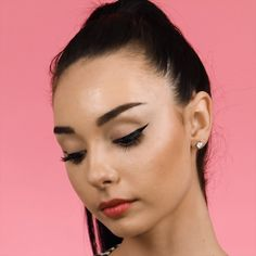 Get the perfect wing with this simple floss hack! hacks for teens girl should know acne eyeliner for hair makeup skincare Eye Makeup Cut Crease, Dark Eye Makeup, Hooded Eye Makeup, Natural Eye Makeup, Makeup For Brown Eyes, Hooded Eyes, Makeup Videos, Hair Videos, Makeup Tips