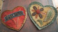Folkartist Rebekah L. Smith designs and creates wool applique patterns inspired by historic American folk art. Find patterns for your next hand-stitched project. Wool Applique Patterns, Felt Applique, Penny Rugs, Wool Quilts, Fabric Hearts, Wool Embroidery, Felt Brooch, Felt Hearts, Tejidos