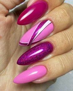 In order to provide some inspirations for nails red colors for your long nails in this winter, we have specially collected more than 80 images of red nails art designs. I hope you can find a satisfactory style from them. Long Nail Art, Long Nails, Glitter Nail Art, Nail Art Diy, Perfect Nails, Gorgeous Nails, Ongles En Gel Rose Fushia, Red Nails, Hair And Nails