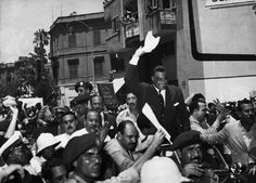 Gamal Abdel Nasser, President of Egypt, is cheered on by a crowd during the Suez Crisis, Nasser nationalized the Suez Canal, which had been controlled by the British. This act was wildly popular. Ferdinand, President Of Egypt, Gamal Abdel Nasser, World History Facts, Naher Osten, Egypt Culture, An Affair To Remember, German Submarines, Palestine
