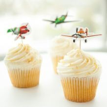Add an adorably aerial finishing touch to your sweet treats with these easy-to-make cupcake toppers. Love this for Gilberts Birthday.I think he'll love a Disney themed party.monsters inc, toy story, cars, planes. Disney Planes Birthday, Disney Planes Party, Planes Movie, Disney Cars, Airplane Cupcakes, Airplane Party, 5th Birthday Party Ideas, Birthday Fun, Birthday Parties