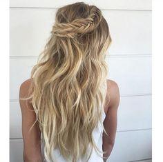 Half up/half down braid. Instagram/costatto #wedding #hair #braid