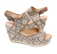Love a diamond weave! Check out our Paz sandals in Brown Diamond at barefoottess.com.