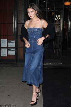 Trend alert: The denim ensemble cinched at her waist and created a flattering silhouette a...