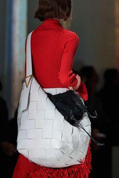 Bottega Veneta Otoño Invierno Pret-A-Porter - Detalles Milan Fashion Weeks, Fashion 2020, Fashion Show, London Fashion, Spring 2015 Fashion, Autumn Fashion, Vogue Paris, Stylish Handbags, High Fashion Photography