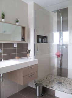 Tons naturels pour cette salle de bain attenante à la chambre  aPOTHèME architecture