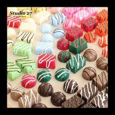 Fake Cupcakes, Fake Cake, Diy Whipped Cream, Chocolate Diy, Candy Decorations, Food Crafts, Diy Crafts, Miniature Crafts, Fake Food