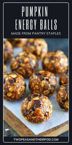 Quick & easy pumpkin energy balls made from pantry staples that taste like cookies but are good for you! Deliciously soft and fudgy, this round snack is loaded with pumpkin, oatmeal, and your favorite chocolate chips. Save this healthy fall treat! Fun Easy Recipes, Snack Recipes, Cooking Recipes, Yummy Recipes, Breakfast Recipes, Healthy Recipes, Pumpkin Oatmeal, Baked Pumpkin, Nutritious Snacks