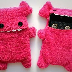 Fellfische - fluffy Cellphone Case for Iphone 3 & 4 - Pink Teeth from IYUIYU on Etsy. Saved to Cool Phone Cases. Felt Phone Cases, Crochet Phone Cases, Felt Case, Cell Phone Pouch, Diy Phone Case, Cute Phone Cases, Iphone Case Covers, Cellphone Case, Iphone 4