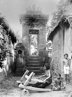 Borobudur Old Photography, Sunset Photography, Polynesian Girls, Bali Girls, Indonesian Women, Dutch East Indies, Hula Dancers, Borobudur, Exotic Women