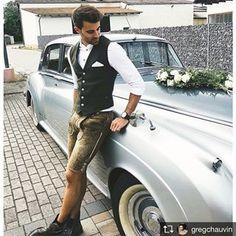 """Sieht er nicht schick aus? 🥨 Greg von @gregchauvin war letztes Wochenende zu Gast auf einer Trachtenhochzeit. 👰🤵 In der Kombi Weste """"Logan Forest Green"""", Hemd """"Finley Classic White"""" und mit unserer Lederhose """"Eisbach"""" könnte er auch als Bräutigam durchgehen! 😉🤵 #cocovero #cocoveromen #trachtenhochzeit #repost #tracht Big Day, Photo S, Must Haves, Wedding Styles, Mens Fashion, Photo And Video, Guys, Carina, Videos"""