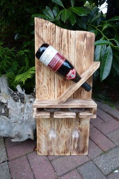 wooden pallets diy garden furniture from pallets wine rack build yourself - Diy İdeas Wooden Garden Furniture, Diy Pallet Furniture, Pallets Garden, Wood Pallets, Pallet Wine, Wood Wine Racks, Garden Projects, Creations, Decoration