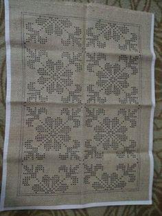 Cute Cross Stitch, Cross Stitch Borders, Cross Stitch Designs, Cross Stitch Embroidery, Hand Embroidery, Cross Stitch Patterns, Crochet Flower Patterns, Doily Patterns, Embroidery Patterns