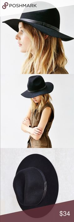 """Urban outfitters felt belted hat Structured felt panama hat from Ecote trimmed with a tonal leatherette hatband with a buckle closure. UO Exclusive.🌷 22"""" circumference. Urban Outfitters Accessories Hats"""