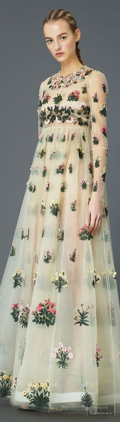 Valentino Pre-Fall 2015 Fashion Show Collection: See the complete Valentino Pre-Fall 2015 collection. Look 16 Runway Fashion, High Fashion, Fashion Show, Style Fashion, Fashion 2015, Floral Fashion, Luxury Fashion, Dress Up, Mesh Dress