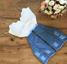 Conjunto: top branco e saia jeans. #DanielaG  #branco #conjunto #danielag #jeans #saia #Top