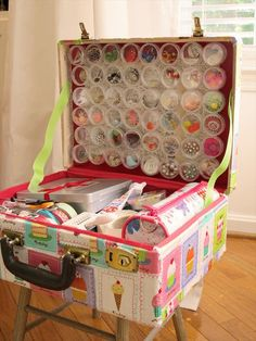 Vintage Suitcase Craft Supply Travel Case included in these 20 DIY Vintage Suitcase Projects and Repurposed Suitcases. Create unique home decor using repurposed old suitcases! Craft Organization, Craft Storage, Storage Ideas, Creative Storage, Storage Solutions, Organizing Shoes, Bead Storage, November Crafts, Diy Projects
