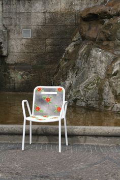 Street Embroidery, Berlin - Miss Crosstitch Outdoor Chairs, Outdoor Furniture, Outdoor Decor, Berlin Wilmersdorf, Wire Installation, Metal Grid, Yarn Bombing, Blog, Cross Stitch Embroidery