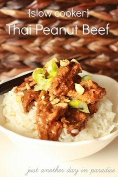 Just Another Day in Paradise: Slow Cooker Thai Peanut Beef {Slow Cooker Saturday}---add fish sauce, used water instead of broth, sauté onions and generous amount of garlic with meat. Add sauce and let simmer until thick and meat is cooked. Slow Cooker Huhn, Crock Pot Slow Cooker, Slow Cooker Chicken, Slow Cooker Recipes, Beef Recipes, Cooking Recipes, Healthy Recipes, Easy Recipes, Recipies