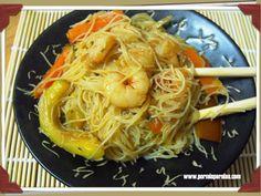 Fideos de arroz con gambas y verduras