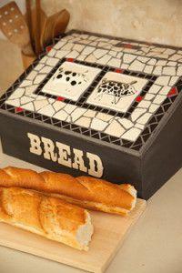 Creative Company | Mosaiek dekoratiewe idees: Broodhouer met varkies Creative Company, Craft Projects, Kitchen, Crafts, Cucina, Cooking, Manualidades, Kitchens, Handmade Crafts