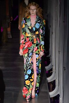 See the complete Gucci Fall 2017 Ready-to-Wear collection.