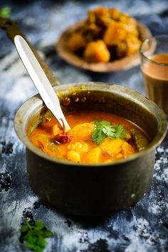 Mathura ke Dubki wale Aloo is a traditional spicy potato recipe from the streets of Mathura, A small town in Uttar Pradesh. #Indian #Potato #Curry #Vegetarian