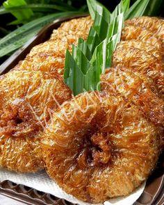 Cucur by Siti Rohmah Labuna Cake Recipes, Snack Recipes, Cooking Recipes, Healthy Recipes, Snacks, Asian Cake, Indonesian Food, Dessert, No Bake Cake