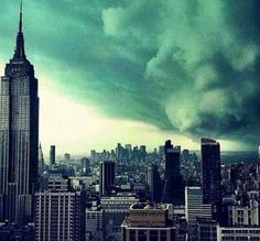 #Hurricane #Sandy #wow #TakeALook at this #amazing #picture! www.The3GuysRant.com