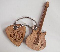 Брелоки гитара и медиатор - лазерная гравировка и лазерная резка