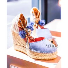 Zeppa Grace azzurra con pon pon Wedges Outfit, Biker, Espadrilles, Brand New, Heels, Boots, Sneakers, Outfits, Fashion