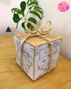 """Ariana Duran on Instagram: """"Buenos días 🌞  Les dejo esta cajita decorada de mapa, un envoltorio perfecto para quienes les encanta viajar 🗺✈️🤎"""" Decorative Boxes, Gift Wrapping, Gifts, Instagram, Home Decor, Maps, Wrapping, Decorated Boxes, Bom Dia"""