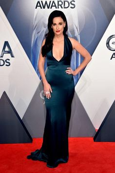 Click and see the gorgeous dresses from last night's CMAs red carpet. Meet our best-dressed picks, including Kacey Musgraves in a St. John dress with a low-cut neck