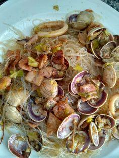 Vermicelles Receta super fácil : Los Vermicelles se cuecen con agua y pizca de sal (Himalaya o similar) justo antes de servir . El pescado está hecho en wock , nos vale todo, si no hay tiempo las bolsitas de pescado para paella nos valen , sofreímos verdura en este caso puerro y añadimos pescado y rectificamos de sal , añadimos los Vermicelles y mezclamos . Listo para servir y comer. Buen provecho.