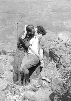 Thursday's Kiss! Nature Lovers! 1920s candid photo viaakachuck