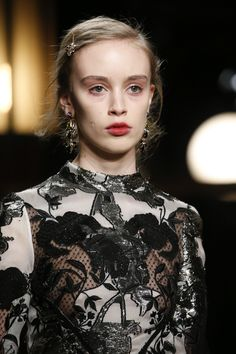 See detail photos for Erdem Fall 2016 Ready-to-Wear collection.