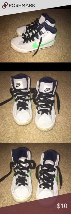 Nike 4 youth Pre loved Nike Shoes Sneakers